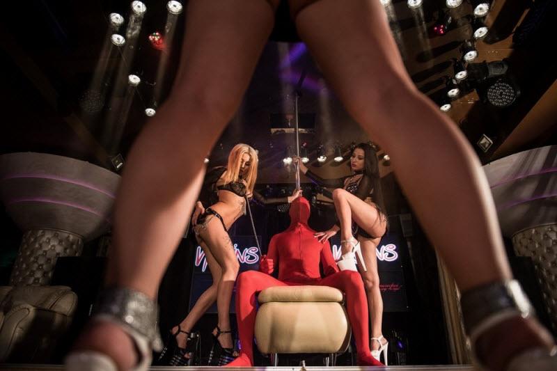 Стриптиз в концертном зале видео, ретро порно с русским переводом онлайн для айпад