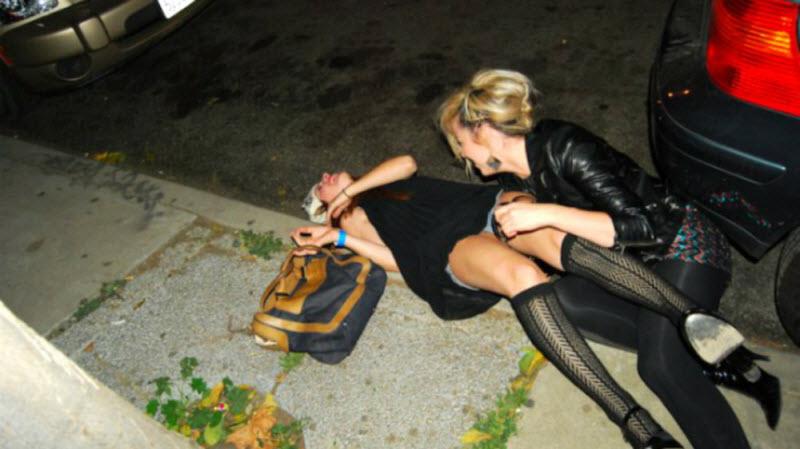 Видео секса пьяных на улице
