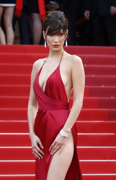 Белла Хадид (Bella Hadid) на премьере 'The Unknown Girl' в Каннах