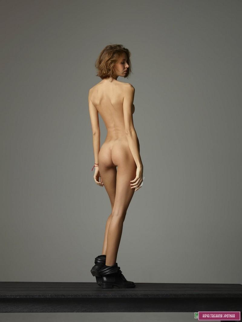 Мастурбируют фотомодели худые голые домашнее порно смотреть