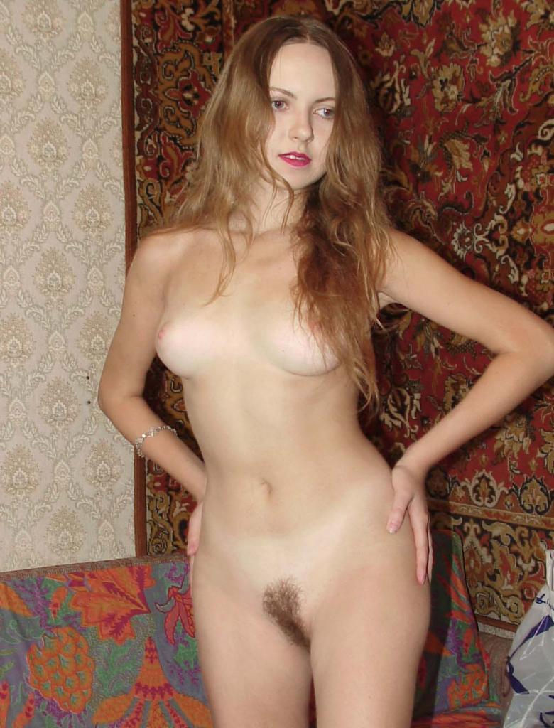 pizdoy-stul-domashnee-eroticheskoe-foto-nyu-volosatie