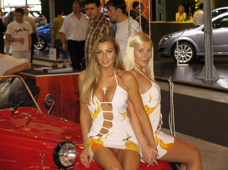 car-show-naked-stage-moscow-nude