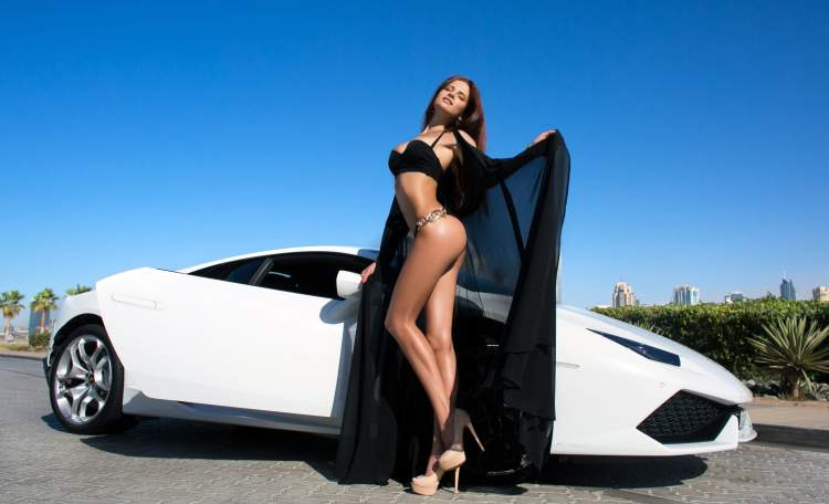 Обои Mashulka Pochekutova, women, tanned, black bikinis, Lamborghini, ass, portrait, car, women outdoors, high heels, closed eyes, belly, sky на рабочий стол