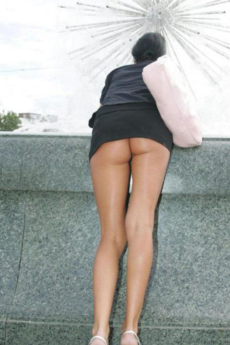 эро фото под мини платьем права