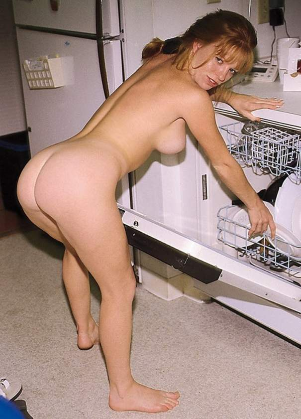 nude-lonely-housewife-naked-adults-making-sex