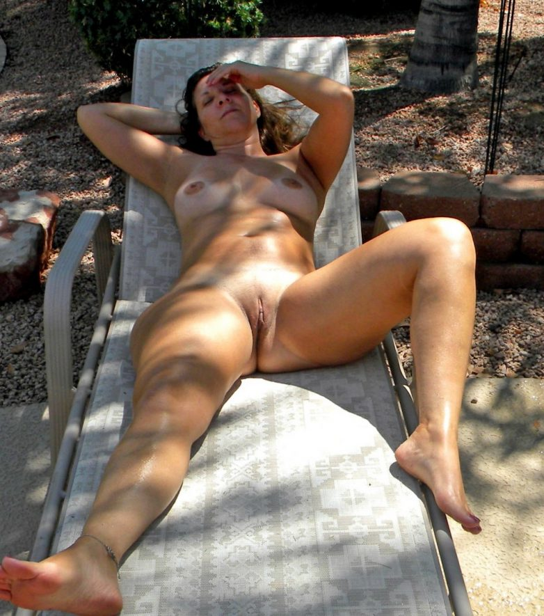 milf-nude-sun-bathing