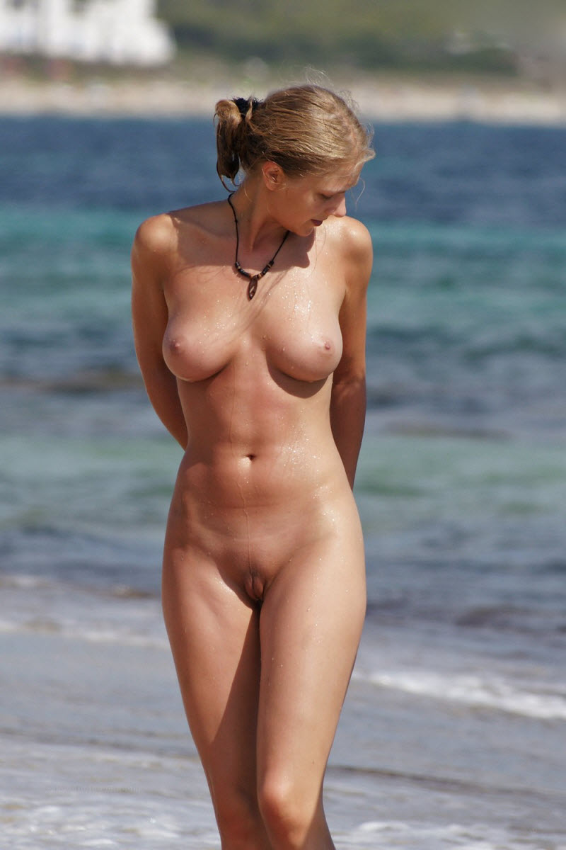 Beach nude happy — pic 11