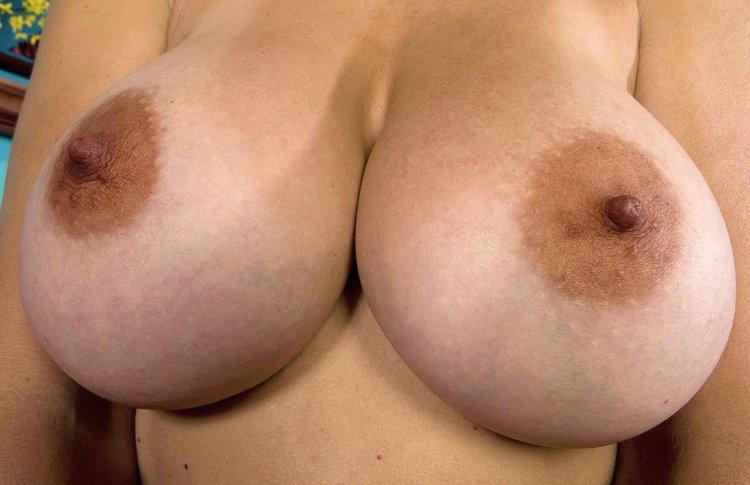 Порно фото выпавшей сиськи меняя