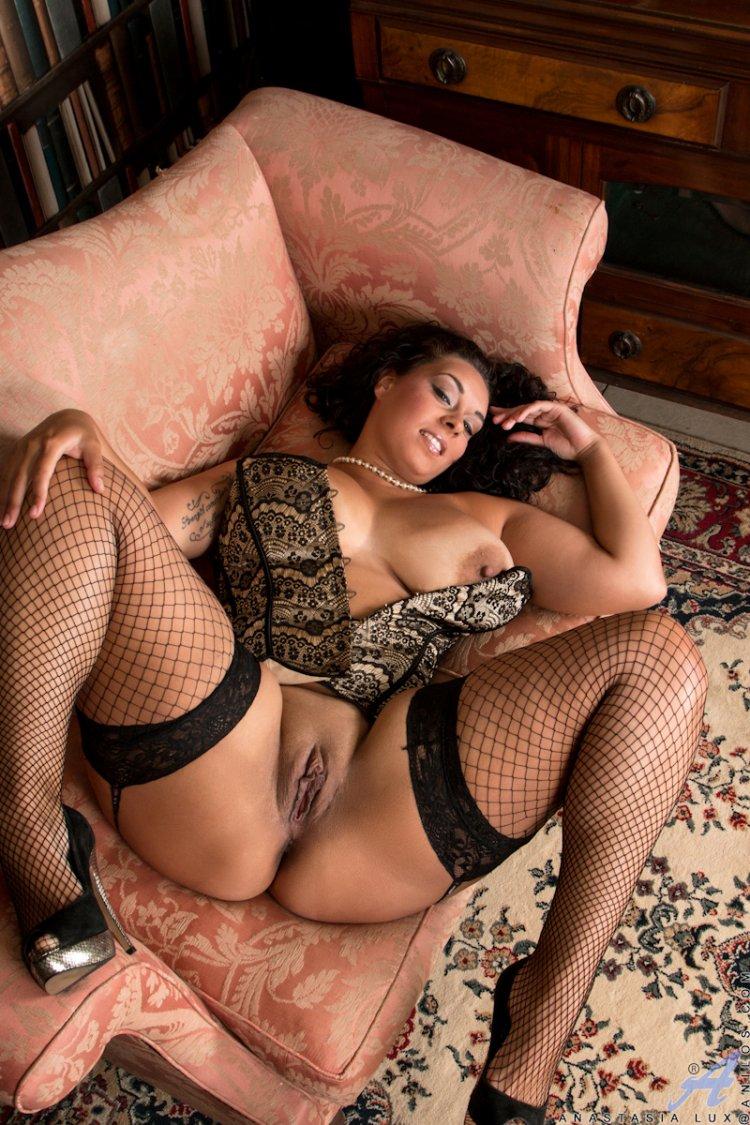 смотря эротика фото женщин с большими формами в чулках две озабоченные самочки