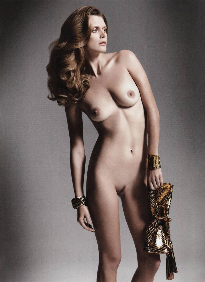 young-nude-model-fashion-flash-that