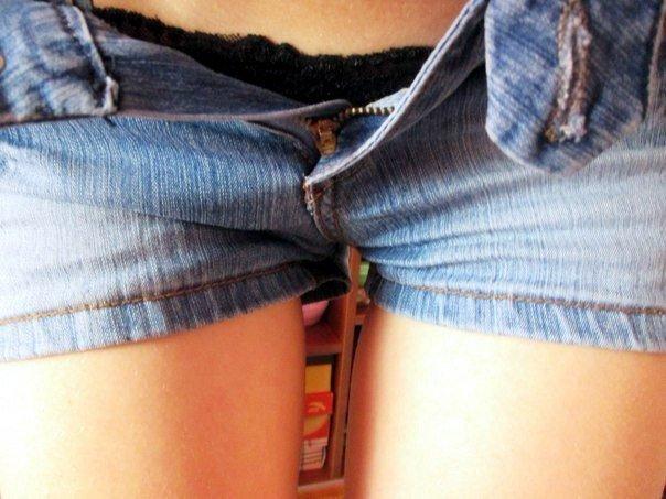 смотреть как девушку парень шоркал через шорты онлайн