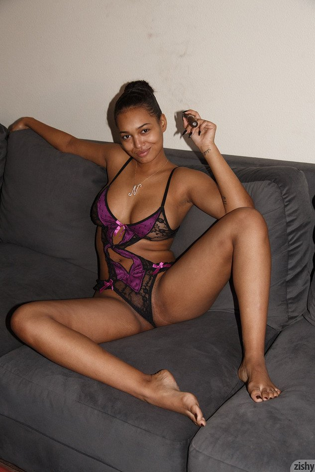 Негритянка в кружевном белье порно вакуумно роликовый массажер ручной
