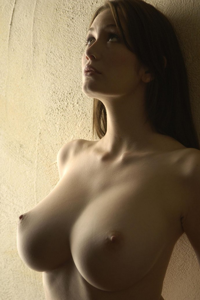 women-with-perfect-naked-breasts