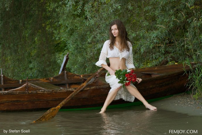 Susann Lady Of The Lake By Femjoy