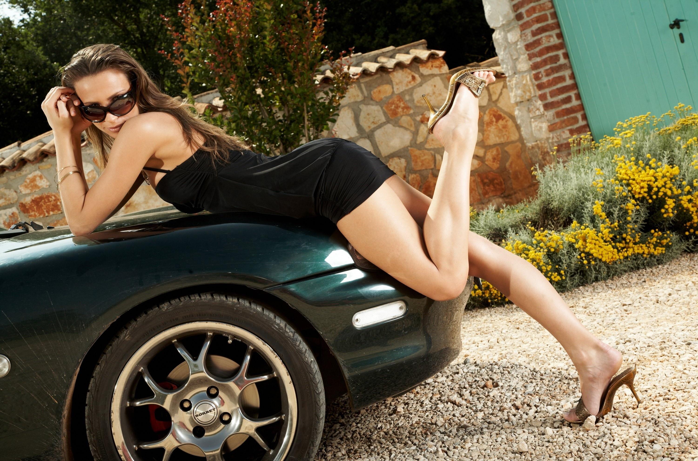sexy-legs-in-car
